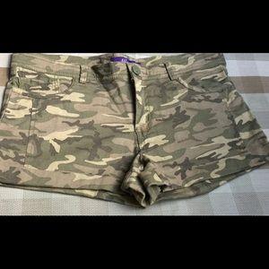 Cuffed Shorts camouflage design Max Azaria